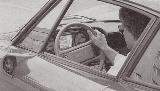 """1986 Porsche 911 Turbo Mirage by Gemballa. Супер тунинг изпълнението, което е способно да вдигне 320 км/ч. Загледайте се в """"огледалата"""", които реално са камери, свързани с телевизорче в таблото."""