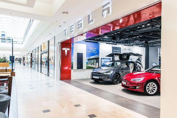 Магазините на Tesla често се намират в молове. Вижте още седем снимки и карти, свързани с разширяването на мрежата.