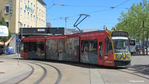 """2. Трамваят Siemens DuoCombino. Добре, тук може би изниква логичният въпрос """"Трамваите не вървят ли на ток?"""". Обикновено да, освен в случаите, когато минават по трасе, което не е електрифицирано. Тогава използват 3,9-литровия дизел M67 на BMW."""