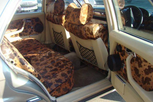 Mercedes-Benz 450 SEL (1980) – колата, която Боно си купува с хонорара от дебютния албум Boy. Не знаем друго, но монтира аудио за 15 хил. паунда и тези отвратителни седалки...
