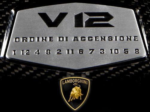Табелката с реда на запалване на цилиндрите е неразделна част от всяко едно 12-цилиндрово Lamborghini