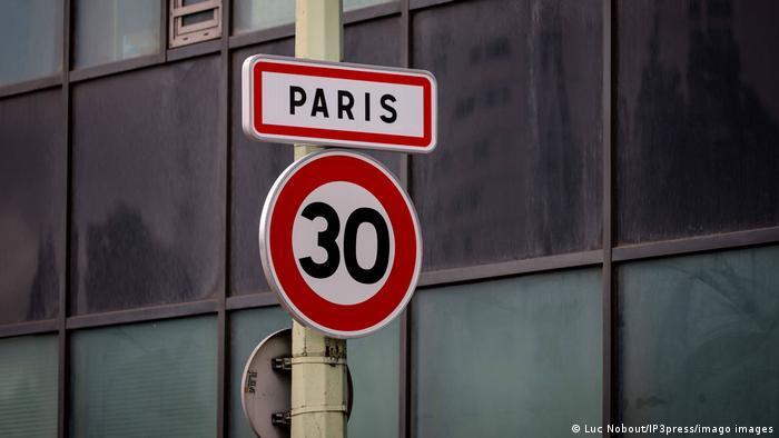 Галерия с 15 снимки на обичайния трафик във френската столица