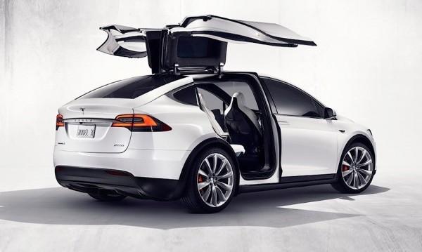 Tesla разкри кросовъра Model X