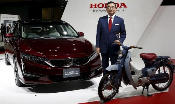 Honda представи сериен водороден автомобил