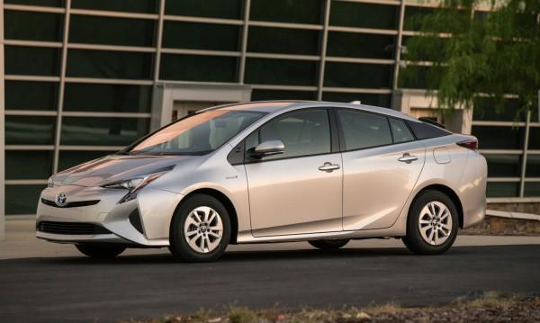 4,0 л/100 км е разходът на новия Prius