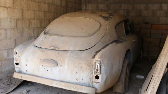 Aston Martin с двигател и интериор на Lada