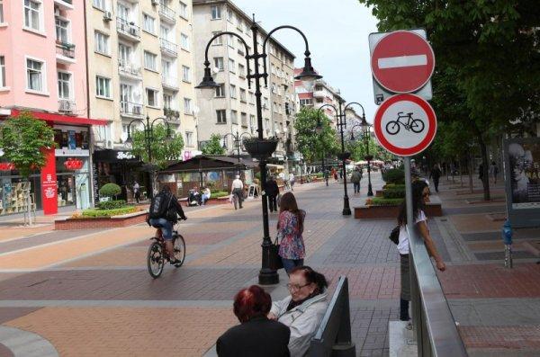 """Забраниха да се кара велосипед по столичната """"Витошка"""""""
