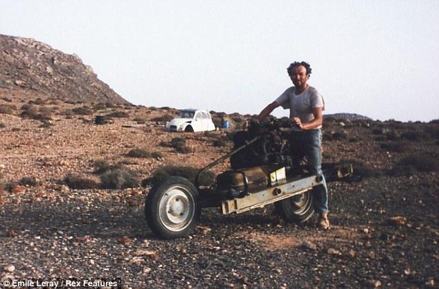 Да си направиш мотоциклет от счупен Citroen 2CV, по средата на Сахара. Невероятната история на Емилие Лиреи
