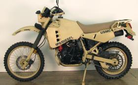 Това е... дизелово Kawasaki KLR 650, разработено за.. НАТО. Изминава 650 км с един резервоар