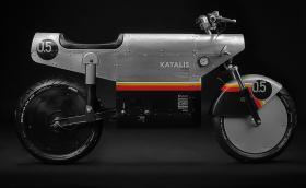 Katalis EV.500 е електрическо моторче с визия на… самолет от Втората световна