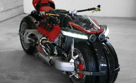 Тотално откачен мотоциклет, с 4,7-литрово мотор от Maserati: 470-конният Lazareth LM847. Видео
