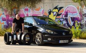Ето го и Росен Пенев с неговото Peugeot 206, големият победител от играта ни с Nokian Tyres