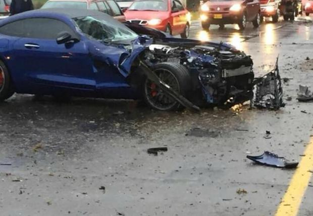 McLaren 650S, Boxster S, Land Cruiser и Merc AMG GT S в една и съща катастрофа… Видео