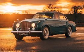 Това 1961 Bentley Continental Flying Spur е абсолютно електрическо. Пробегът е почти 500 км, а цената е… висока