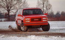 В този 1994 Chevy Suburban работи 9,9-литров V8 с 550 коня