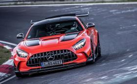 "Mercedes-AMG GT Black Series счупи рекорда на ""Ринга"""