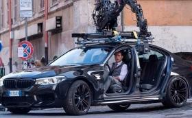 Том Круз препуска по улиците на Рим с M5 със свалени врати (Видео)