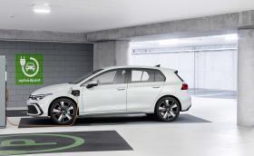 С нулеви локални емисии в градски условия и достатъчен автономен пробег за дълги пътешествия – старт на продажбите на Golf eHybrid и Golf GTE