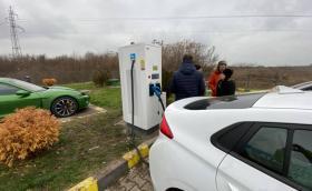 Пуснаха първите в България 800-волтови зарядни станции