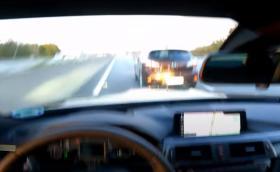 Упс, шофьор на BMW M4 скача на спирачките при 280 км/ч на германски аутобан (Видео)