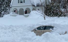 Снегорин затрупа американец в колата му, търсят го десет часа