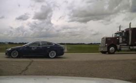 """Канада: 20-годишен спи на волана на Tesla, която се движи със 150 км/ч на """"автопилот"""""""