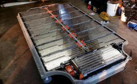 Tesla ще покаже наноструктурни батерии, които могат да задвижват и самолети