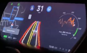 """Tesla отключи пълна автономност за """"избрани клиенти"""""""
