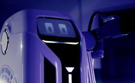 VW атакува паркингите на моловете с милиони роботи
