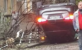 Mercedes GLE по таван след сблъсък с летяща чиния в центъра на София