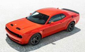 Dodge Challenger SRT Super Stock е брат на демона и ангела с брутален V8