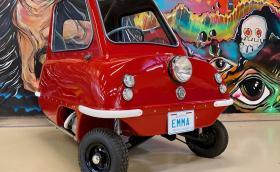 Продават най-малката кола в света. Струва 30 хил. долара и е червена