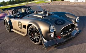 Това е AC Cobra с 6-литров V12 от Merc S 600. Мощна е 600 коня!