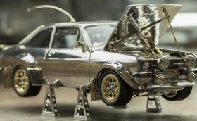 Този умален Ford Escort МК2 от злато се продава и струва повече от чисто ново BMW M4