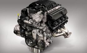 Mopar пусна универсален V8 мотор с 1000 к.с. – струва $30 000 и става за коли преди 1976 г.