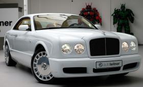 Това бяло 10-годишно Bentley Brooklands струва повече от чисто нов Continental GT. Има защо