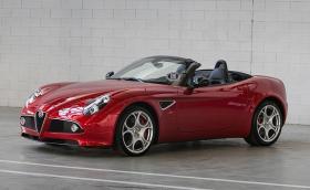 Търсите си практически нова Alfa 8C Spider? FCA предлага една, която не е напускала завода
