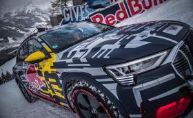 Audi e-tron с 8920 Нм (!) изкачи легендарната ски писта Streif