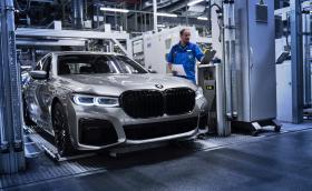 BMW 7 с най-големите бъбреци вече слиза от конвейра в Динголфинг