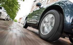 Широки или тесни гуми? Ето как изборът ви ще се отрази на шофирането