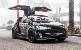 Този Model X е портокал по душа