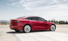 Tesla пуска бюджетен Model 3 с пробег 150 км. Има уловка!