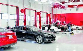 """Tesla пуска инструкции """"Направи сам"""", защото сервизните центрове се задъхват да проверяват налягането в гумите и да доливат течност за чистачките"""