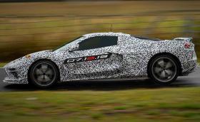 След десетилетия чакане: Chevy Corvette C8 с двигател в средата дебютира на 18 юли. Да се плашат ли Ferrari и компания?