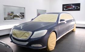 Боята на Mercedes-Benz S 600 Pullman Maybach не била съвършена. Коригират я със… 100 часа полиране