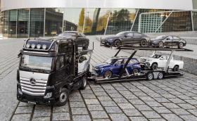 Мащаб 1:18 - Mercedes предлага колекционерски влекач, с който да транспортирате своите модели