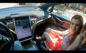 Двойка от САЩ засне видео за възрастни, докато тяхната Tesla Model X се движи на автопилот
