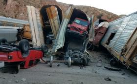 Влак със стотици чисто нови коли на Jeep, GMC  и Chevy дерайлира