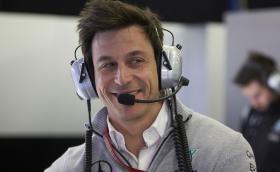 """Тото Волф, шефът на Mercedes-AMG F1, иска да постави рекорд на """"Нюрбургринг"""". С Porsche…"""