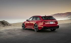 Audi RS 6 Avant за първи път се продава в Щатите. Вижте супер комбито да позира по американските плажове